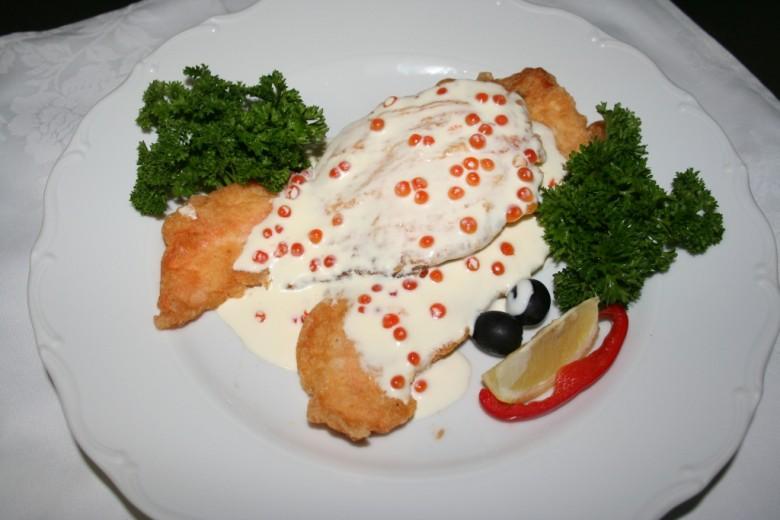 Семга с икорным соусом