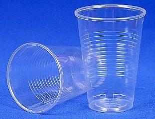 plastikovije-stakanchiki