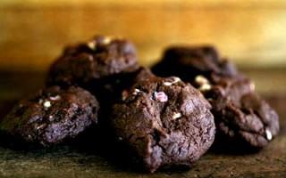 chocolate-pep-bark-cookies
