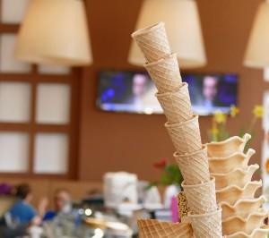 ice-cream-parlour-722000_1280