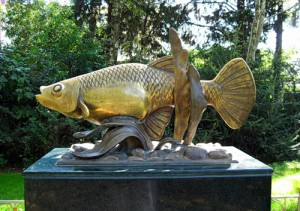 Памятник рыбке гамбузии (Адлер)