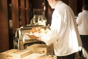 waiter-492872_1280