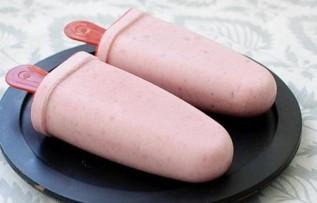 domashnee-bananovoklubnichnoe-morozhenoe