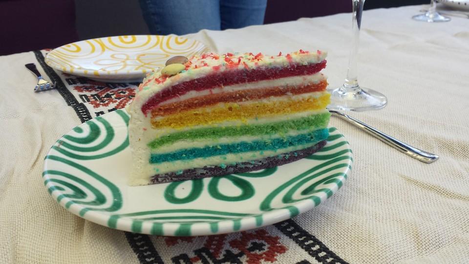 912058-960x720-regenbogentorte-rainbow-cake