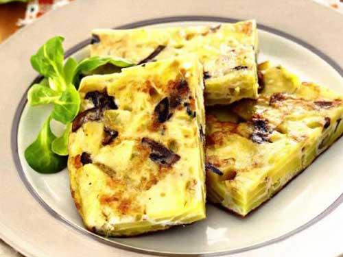 retsept-ispanskiy-omlet-s-kartofelem-i-gribami-tortilya