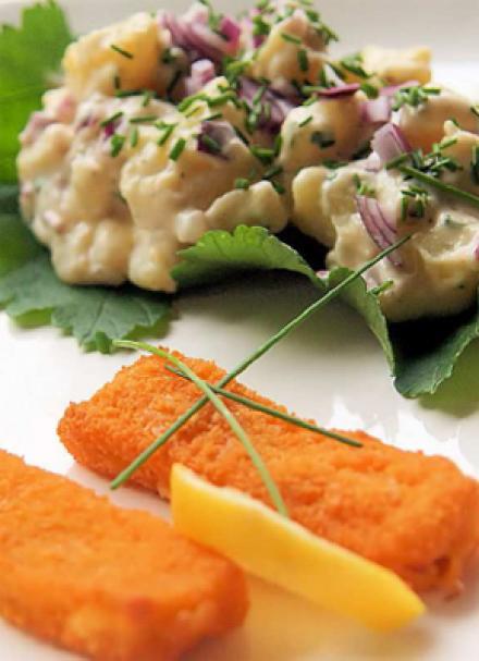 4-abbildungen-fischstaebchen-mit-kartoffelsalat