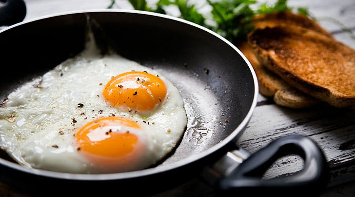 Fried-eggs-in-non-stick-pan