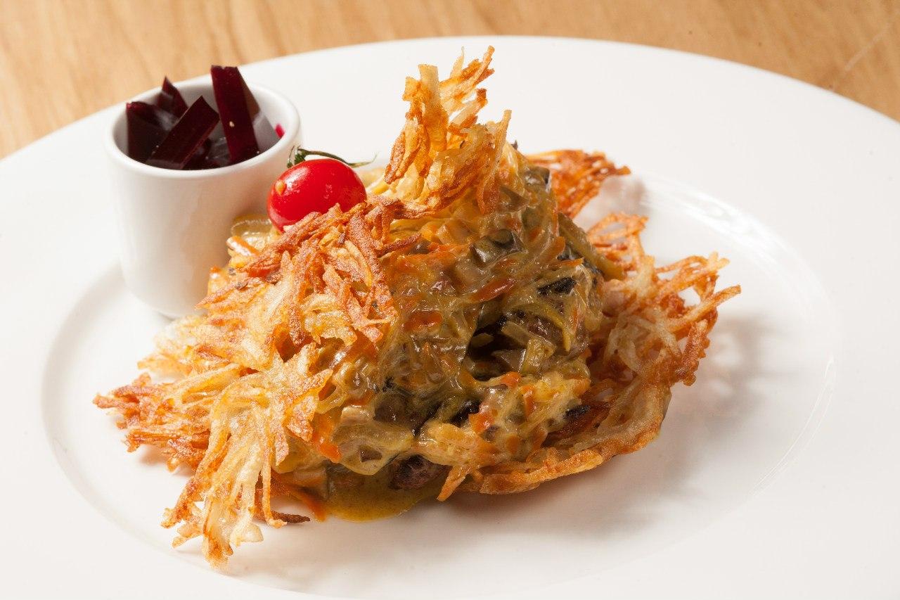 pechen-krolika-s-kartofelnymi-dranikami