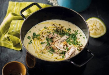 Griechische-Huehnersuppe-mit-Zitrone-und-Reis