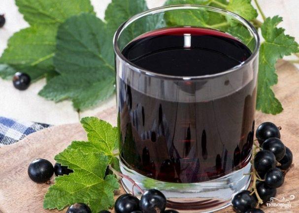 vino_iz_chernoi_smorodini_bez_drojjei-212088