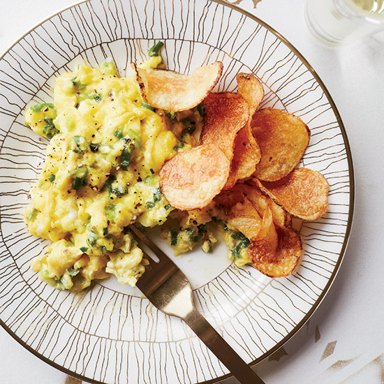 HD-201404-r-scallion-scrambled-eggs-with-potato-chips