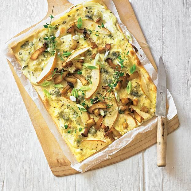 flammkuchen-mit-pilzen-birne-und-gorgonzola