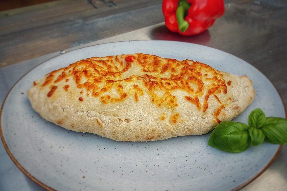 Calzone-gefuellte-Pizza-Moesta-Pizzaring-05
