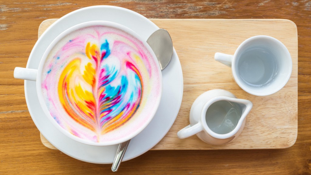 kunterbunter-kaffee-traum-diese-bunten-latte-macchiatos-sind-echte-hingucker (1)