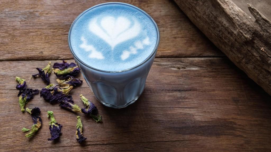 kunterbunter-kaffee-traum-diese-bunten-latte-macchiatos-sind-echte-hingucker (2)