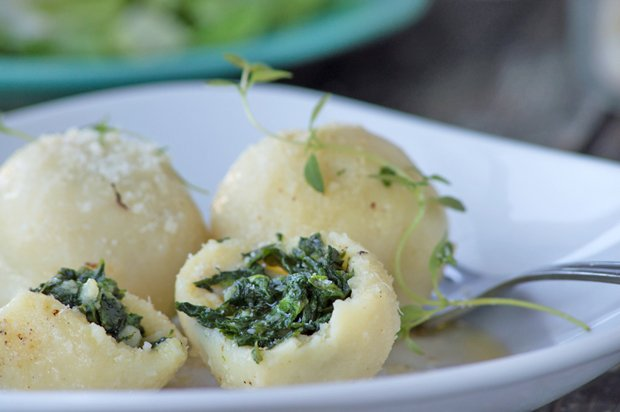 spinatknoedel-mit-parmesan-und-brauner-butter